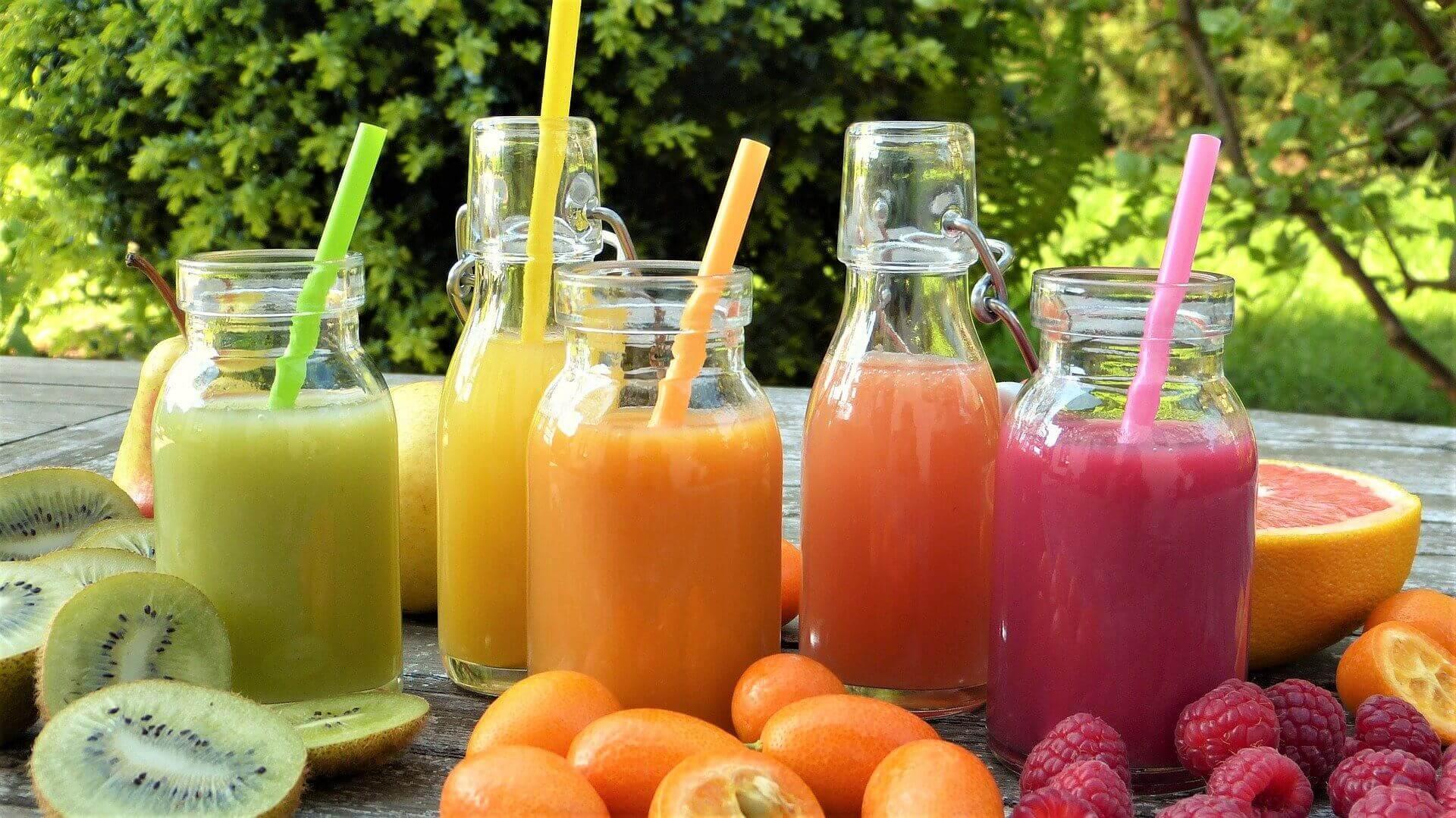 Smoothie Herstellung Gesund und Fit Leben Früchte